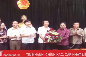 Lãnh đạo huyện Khăm Cợt chúc mừng huyện Hương Sơn nhân ngày Quốc khánh