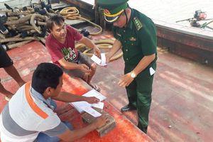 Phát hiện 2 tàu giã cào mua dầu trái phép từ tàu nước ngoài