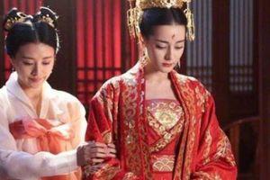 Phát hiện nhà vua ngoại tình, Hoàng hậu gửi tặng 1 'món quà' kinh hãi