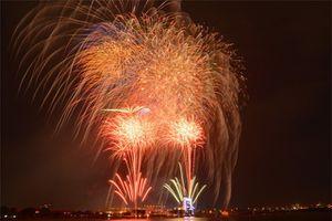 Cận cảnh pháo hoa lung linh trên bầu trời Sài Gòn