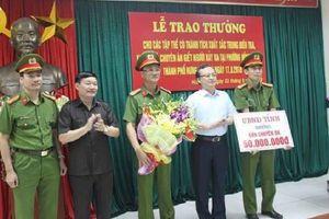 Thưởng nóng ban phá án vụ hai vợ chồng bị sát hại ở Hưng Yên