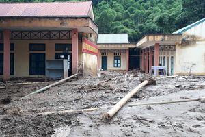 Trường học đổ nát, ngập bùn đất trước ngày khai giảng