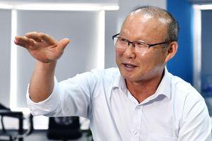 HLV Park Hang-seo bị 'chất vấn' lý do chọn Văn Quyết làm đội trưởng