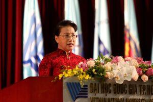 Chủ tịch Quốc hội Nguyễn Thị Kim Ngân: 'Sinh viên phải am hiểu và tuân thủ pháp luật'