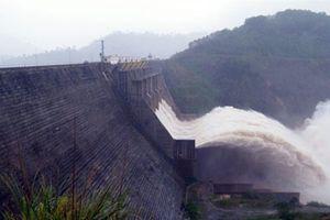 Mở thêm cửa xả đáy thủy điện Hòa Bình, Sơn La