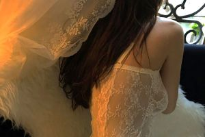 Chi Pu gây tranh cãi khi diện đồ xuyên thấu khoe ngực trần