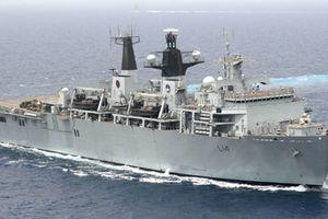 Trung Quốc ngang ngược thách thức tàu chiến Anh gần Hoàng Sa