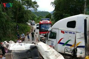 Bốn ô tô đâm nhau liên hoàn ở Quảng Bình, nhiều người bị thương