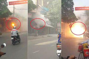 Clip: Cột điện ở Phú Thọ nổ như pháo hoa, lửa cháy ngùn ngụt dập mãi không tắt