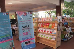 NXB ĐHQG TP.HCM bán giáo trình nhằm tuyên truyền đọc sách bản quyền