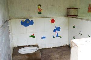 Nguy cơ nhiễm bệnh từ nhà vệ sinh trường học: Nơi mà nhiều học sinh... không dám vào