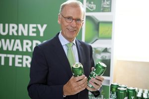 Carlsberg thay nhựa kết gói 6 lon bia bằng keo