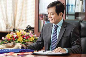 Thái Tuấn và tình yêu với chiếc áo dài