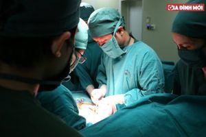 Bị khối u ở cột sống, bệnh nhân vệ sinh không tự chủ, chỉ sơ suất nhỏ khi mổ sẽ tử vong