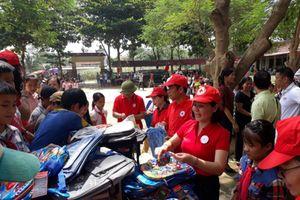 Hội Chữ thập đỏ Việt Nam tiếp sức học sinh vùng lũ Thanh Hóa