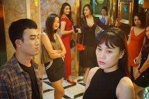 Đoàn phim 'Quỳnh Búp Bê' bị chủ quán karaoke từ chối thẳng thừng vì sợ mang tiếng