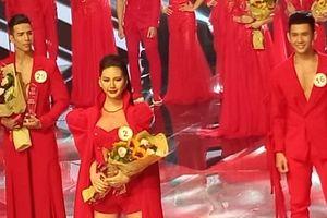 Học trò Hương Giang đoạt giải Vàng 'Siêu mẫu Việt Nam 2018'