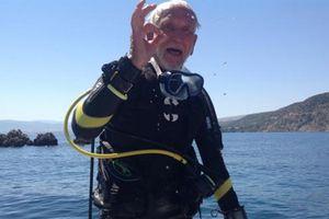 Thợ lặn cao niên nhất thiết lập kỷ lục thế giới