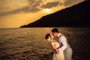 Vợ chồng Hoa hậu Đặng Thu Thảo khóa môi ngọt ngào trong ảnh cưới