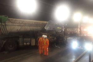 Xe đầu kéo va chạm xe tải trong hầm Hải Vân, giao thông ùn tắc