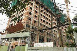 Sập giàn giáo công trình nhà cao tầng, 2 công nhân rơi xuống đất tử vong