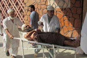 Tấn công liều chết tại Afghanistan, hơn 200 người thương vong