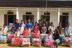 Tặng 280 chăn ấm cho học sinh xã Na Ngoi