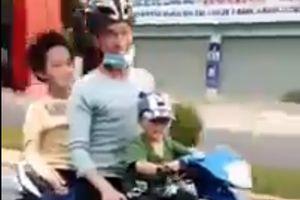 Hãi hùng bé 3 tuổi phóng xe máy kẹp 3 lao như bay