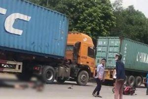 Va chạm với container, hai anh em ruột thương vong đúng ngày giỗ mẹ