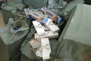 Truy tìm tài xế vận chuyển gần 12.000 gói thuốc lá lậu bỏ trốn