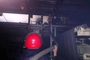 Cháy lớn ở công ty hóa chất nằm sâu trong ngõ hẹp