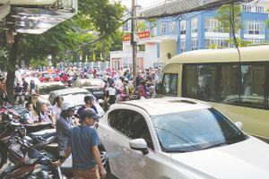 Xung đột giao thông trên phố Nguyễn Công Hoan