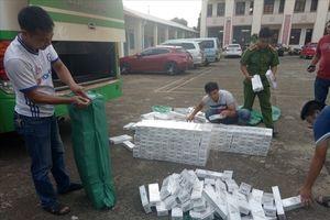 Độ chế hầm xe khách tinh vi để chở 3.500 gói thuốc lá lậu
