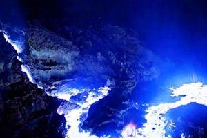 Không phải là ảo ảnh, ngọn lúi lửa rực cháy màu xanh này hoàn toàn có thật