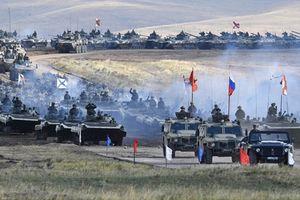 Choáng ngợp hàng ngàn xe tăng Nga, mở màn Vostok-2018