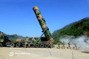 Cực hiếm ảnh 'sát thủ tàu sân bay' Trung Quốc tham gia tập trận