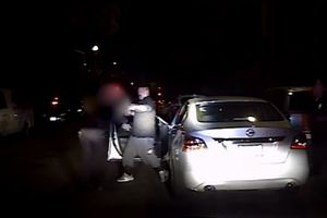 Thành viên băng đảng ma túy bất ngờ rút súng bắn gục nữ cảnh sát
