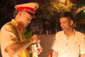 CSGT Hà Tĩnh dùng máy kiểm tra ma túy người tham gia giao thông