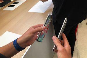 Cận cảnh bộ đôi iPhone XS và XS Max mới ra mắt của Apple