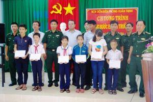 Bộ đội Biên phòng Phú Yên: Hỗ trợ, giúp đỡ trẻ em mồ côi đến trường