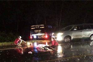 Xe máy va chạm xe khách, 2 thanh niên chết thảm