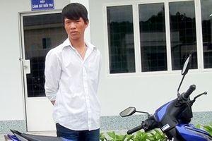 Trộm xe máy rồi đi đến nhà bạn gái chơi
