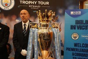 2 cúp vô địch mùa giải 2017-2018 của Manchester City đã có mặt ở Việt Nam