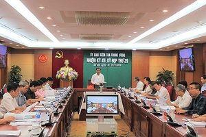 Cách chức Phó Bí thư Thành ủy Trà Vinh, đề nghị kỷ luật Bí thư Huyện ủy Hướng Hóa