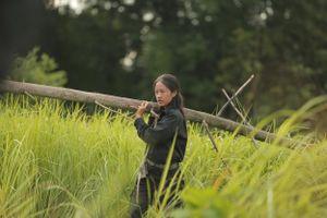 Rima Thanh Vy vác cây dựng lều, ăn côn trùng để sinh tồn trong rừng