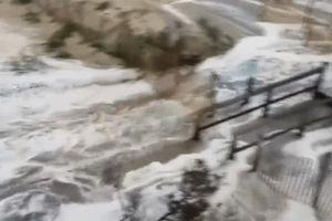 Bão Florence làm nước biển dâng, đường phố Mỹ chìm trong lũ