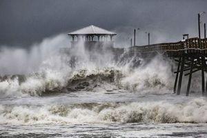 Bão Florence vừa đổ bộ bờ Đông nước Mỹ, 400.000 người bị mất điện