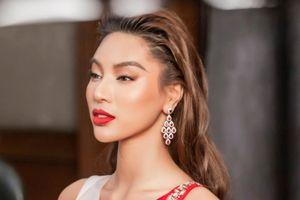 Khả Trang giữa dàn thí sinh nóng bỏng ở chung kết Siêu mẫu Quốc tế