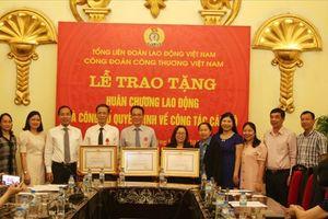 Cán bộ Công đoàn Công Thương Việt Nam nhận Huân chương Lao động