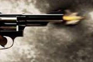 Người đàn ông bị bắn gục khi đang nhậu tại nhà lúc nửa đêm